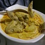 完全遊緊魂定唔知係咪唔想比,叫左三次要喇沙都係比隻雞我 湯底不錯係有啲辣,隻雞分別係白水煮熟幸好就是仍是嫩的