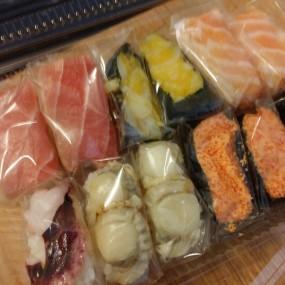 粒裝壽司 - Sushi Take Out  in Yau Tong