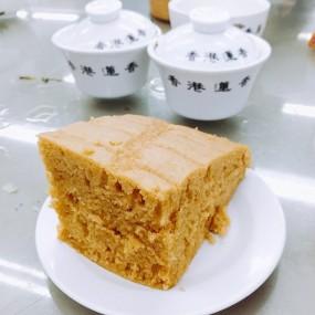 一定要吃馬拉糕及大包!腸粉也不錯! - Lin Heung Tea House in Central